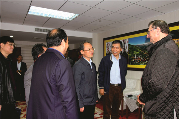 忻州市委书记(时任忻州市委副书记、市长)郑连生会见来神达的澳大利亚外宾
